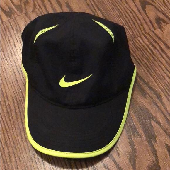 79edd927322c2 Nike Featherlight Men s Hat. M 5b5e01460945e055f81c7565